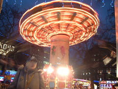 2005_1216Lon0079.JPG (Zulpha) Tags: fun lights fair swing