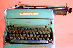 Old stories (Ric e Ette) Tags: old topf25 typewriter topv111 keys topv555 topv333 keyboard teclado antique retro velha antiga past passado velho remington oldtimes antigo teclas oldentimes oldendays obsoleto 3mp velhostempos obsoleta interestingness93 stiodomosca mquinadeescrever obsolet gettyimagesbrasil