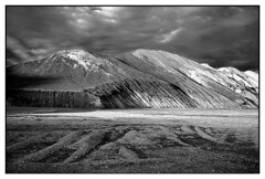 landmannalaugar (Iceland) (elfis gallery) Tags: world travel blackandwhite bw white black nature monochrome wow landscape island grey landscapes iceland earth 10 loveit sw top20landscape scandinavia schwarzweiss weiss schwarz myfavs favorits travelphotography landscapephotography northof60 scharzweiss graustufen 10favs schwarzundweiss bilderfantasien northcountries myportfoliobest