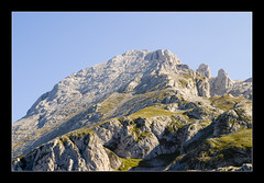 Cueto Albo (·GeorG·) Tags: españa mountain verde green spain asturias montaña picosdeeuropa cuetoalbo