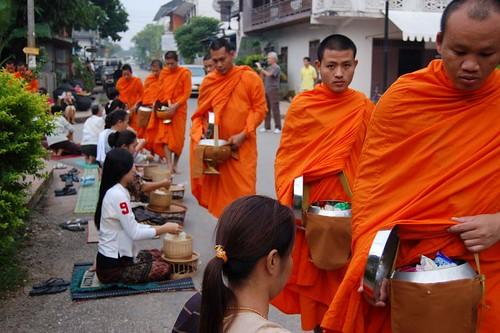 Alimentando a los monjes