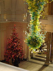 Hang and Rise (sjnewton) Tags: christmas uk red england sculpture colour tree green london 2004 hall december sony shapes forms marble rise hang dalechihuly southkensington victoriaalbertmuseum cromwellroad dscp12 sw72rl