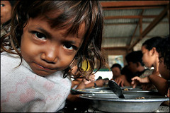 Breakfast for children from the dump 5 - Stung Meanchey, Cambodia (Maciej Dakowicz) Tags: breakfast children garbage cambodia child feeding dump social labour environment phnompenh waste smc issues pse landfill stung stungmeanchey meanchey pourunsouriredenfant