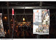 return to Kaitakelan at night on Nov 3. ...iii (*dans) Tags: red redribbon rally protest taiwan 2006 taipei   appledaily   presidentaloffice    depose  deposechen anticorruptionanddeposechen   kaitakelan onemillionpeopleagainstcorruption