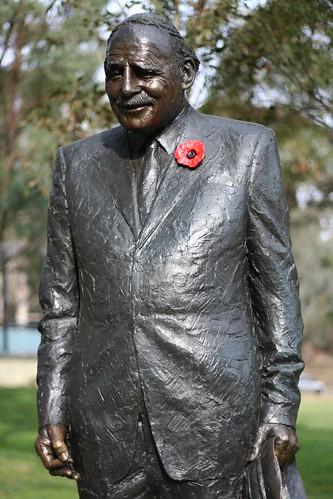 Памятник Эдварду Данлопу в Канберре