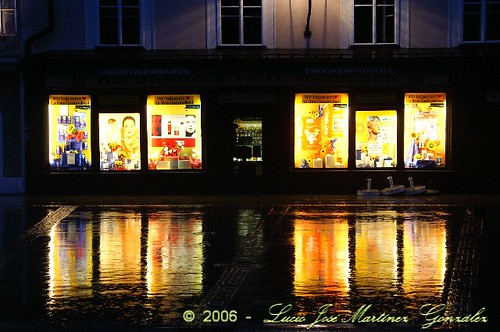 "Salzburgo • <a style=""font-size:0.8em;"" href=""http://www.flickr.com/photos/26679841@N00/298067279/"" target=""_blank"">View on Flickr</a>"