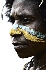 Papua New Guinea (Eric Lafforgue) Tags: pictures people photo highlands pacific picture tribal papou  tribe papuanewguinea ethnic tribo indigenous singsing papu ethnology tribu oceania   niugini 3263 papuaneuguinea lafforgue papuanuovaguinea  guin papuan papouasie papouasienouvelleguine mthagen mounthagen mounthagenshow melanesian papoeanieuwguinea papanuevaguine papuanyaguinea    papanuevaguinea   paapuauusguinea papuanovaguin papuanovguinea   papuanowagwinea papuanyguinea    papusianova bienvenuedansmatribu
