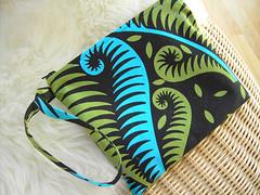 wristlet-b (sew-mad) Tags: bag wallet sewing purse handbag wristlet bloggiversarygiveaway sewmad