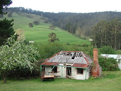 Old ruin house south of Hobart, Tasmania (spelio) Tags: old house ruins ruin favorites conservation historic oldhouse favourites tasmania protection favs linked tasi greentape 217views150712linked