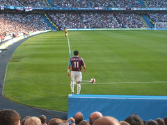 Manchester City vs West Ham (ilgiovaneWalter (Sobchak)) Tags: uk england grass sport corner manchester football europa europe erasmus unitedkingdom stadium explore finepix pitch fujifilm prato flickrtoys manchestercity calcio premiership 1000views inghilterra stadio eastlands eastland onblack sportcity westham premierleague cityofmanchesterstadium angolo greatermanchester 2000views cornerkick 3000views matthewetherington f455 calciodangolo betterinlargersize withlink