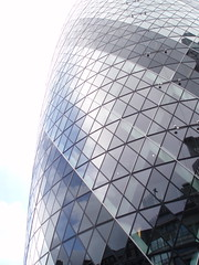 30 St Mary Axe (aurlien.) Tags: london tower foster normanfoster shuttleworth gherkin swissre 30stmaryaxe cityoflondon swissretower stmaryaxe sirnormanfoster swissrebuilding swissrecentre kenshuttleworth
