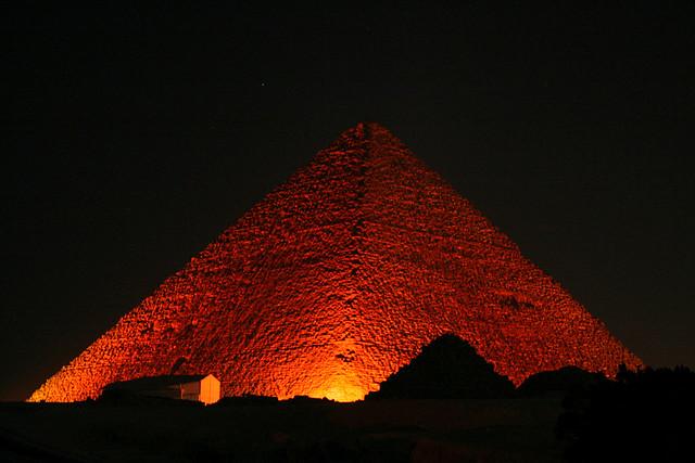 La piramide infuocata