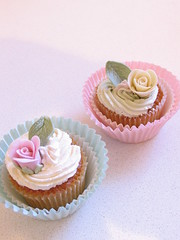 shabby chic cupcakes (kylie lambert (Le Cupcake)) Tags: wedding beautiful cupcakes pretty gorgeous sydney australia weddings admin minicakes weddingcupcakes birthdaycupcakes childrensbirthdaycakes