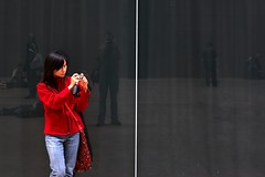 Tate Modern (boncey) Tags: hello city friends red portrait england people reflection london digital canon 50mm lenstagged tate meta canoneos20d tatemodern southbank canon50f18 southwark photodb10463 img1834 lens:make=canon camera:model=canoneos20d lens:model=canon50f18 photodb:id=10463