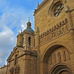 Ciudad Rodrigo Cathedral II (Diodoro) Tags: espaa building statue spain cathedral edificio catedral salamanca estatua castillayleon