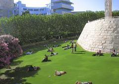 Lush Lawn (AntyDiluvian) Tags: california green pool wall museum architecture garden losangeles cafe lawn september billiards lush artmuseum gettymuseum gettycenter pooltable retainingwall billiardstable centralgarden gardenterracecafe lushlawn