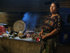 Cocinera maya cocina guatemalteca tradicional América Central Guatemala voluntariado fotos imágenes