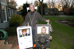 iPod Halloween Costumes (Elliottpics) Tags: costumes music halloween apple twins mac portable ipod trickortreat itunes homemade headphones nano podcasting earbuds musicplayer halloween06