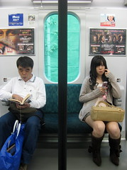 Mona Lisa Aquamarine / next to you (aurelio.asiain) Tags: urban woman girl japan subway tokyo reader  streetphoto  japn  aurelioasiain aplusphoto ionushi asiain mexicaninjapan superhearts theasiaingallery milvistas