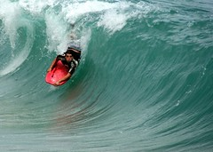 taking the drop at Pounders (hynpoloboy) Tags: beach hawaii surf aaron north shore bodyboarding laie pounders eskaran photgoraphy