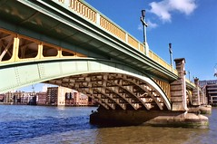 Southwark Bridge, London, England (Thad Roan - Bridgepix) Tags: uk bridge blue england sky london water thames river photo europe pix arch picture bridges arches pic wikipedia 23 200409 span southwark bridging southwarkbridge skyarchitecture bridgepixing bridgepix 02623