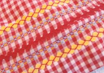 Apron yellow detail