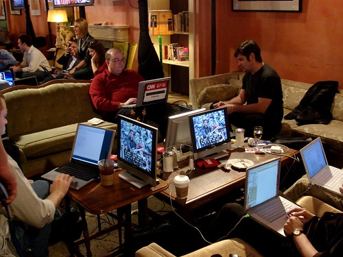 The election night blog party. צילום: Ann Althouse. מתוך: flickr