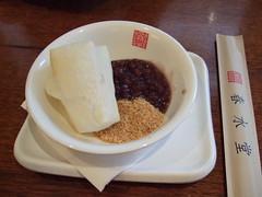 Mochi snack (sputnik*sweetheart) Tags: roc taiwan 2006 september taipei mochi      pearlmilktea bubblemilktea chunshuitang springwaterhall