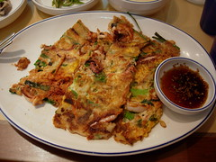| Pajeon (Kalle Anka) Tags: travel food asian cuisine asia asien capital korea east korean octopus asie pancake southkorea rok daehanminguk   eastasia  corea   republicofkorea   pajeon hanguk  gochujang       koreanpeninsula  hotchillipepperpaste redchillipepperpaste