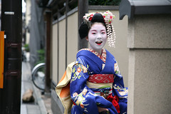 Laughter: Miyagawa-cho (mboogiedown) Tags: street travel blue autumn girls fall girl beautiful beauty smile japan asian photography japanese alley october kyoto asia traditional culture maiko geiko geisha laughter kimono obi tradition kansai cultural miyagawa kiku miyagawacho okiya hanamachi interestingness58 okobo ilovekyoto hanakanzashi lostjapan discoverkyoto geikoofkyoto maikoofmiyagawa fukuyuu