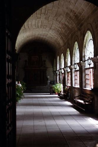 Pasillos internos de la Iglesia de San Agustî