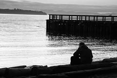 Solo (·júbilo·haku·) Tags: sunset sea blackandwhite bw canada blancoynegro beach vancouver atardecer mar britishcolumbia playa bn seawall canadá westvancouver maro noktiĝo vankuvero plaĝo blankakajnigra kanado britacolumbio