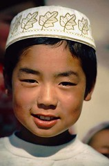 Muslim in China (Ekkis) Tags: world china boy portrait nikon muslim chinese f80 n80 hui junge gansu linxia shaanxi moslem ekki ekkis