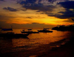 ending (totomai) Tags: sea silhouette island boat twilight fisherman philippines bohol blogged lateafternoon pinas helluva cy2 challengeyouwinner abigfave anawesomeshot superaplus aplusphoto