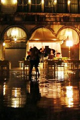 Couple dancing in Venice (Nuno Santos Photos) Tags: venice couple dancing marcus orchestra floaded