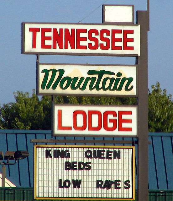 Tennessee Mountain Lodge sign