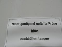 lückenfüller (fradiot) Tags: münchen oktoberfest krug hinweis theresienwiese nachfüllen worlddominatinginstructions