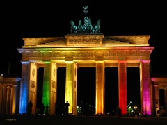 Festival of lights 2006 (Aguno) Tags: berlin rainbow colorful nightshots brandenburgertor festivaloflights aguno powershots3 festivaloflights2006 171006