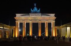 Brandenburger Tor Festival of Lights (wiseguy71) Tags: berlin brandenburggate brandenburgertor hdr festivaloflights2006