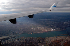 Central-East Montreal (caribb) Tags: travel canada flying inflight montral quebec montreal wing landing qubec stlawrence windowview winglet klm olympicstadium eastend flugzeuge kl671 luchtvaart mdll