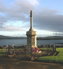 War Memorial Millport :  Remembrance Sunday (Seoirse) Tags: sea sky scotland memorial war inspection sunday 2006 poppies owen remembrance millport ayrshire wilfrid
