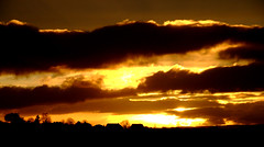 Storm clouds (Lette Moloney) Tags: sunset sky sun set proud fun happy photography photo jessica jessy brilliant httpwwwflickrcomphotos33598525n00