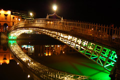 Ha'penny Bridge bei Nacht
