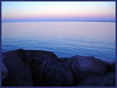 Orizzonti (la terra  tonda, vedi?) (Geomangio) Tags: mare fiumicino sea provinciadiroma lazio dintornidiroma italia italy dintorniromaniromamor geomangio sfidephotoamatori noaitagligelmini nogelminiday y u
