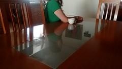 (personamáscara) Tags: reflejo mujer sola soledad cocina cotidianidad intimo