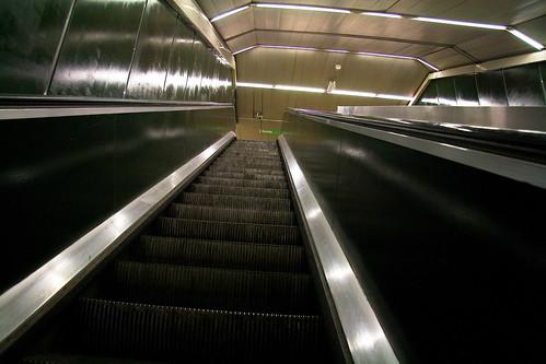 Escaleras en el metro de Madrid