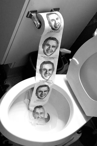 George the V, aux toilettes de l'histoire by Eric Gillet.