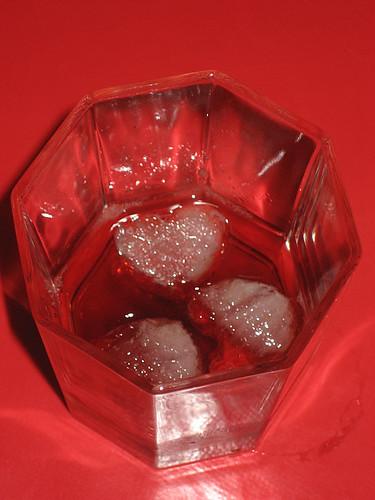 15:22 - dricker lite romspetsad glögg, på is