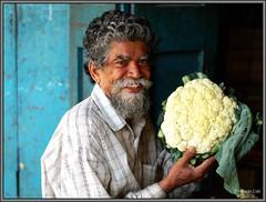 ProudOwner (lighttripper) Tags: people market bangalore markets ulsoor bangaloreweekendshoots abigfave superaplus aplusphoto lpmarkets lpmarketstop5 bpcprofile bengalurumandis