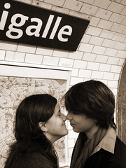 love is (franois.) Tags: bw paris cute love sepia movie underground subway noiretblanc metro sweet mtro teens scene romance lovers amour romantic cutest tender tenderness amoureux pigalle romantique romantism